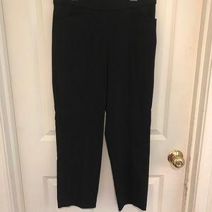 SUSAN GRAVER black stretch capri. Size 8